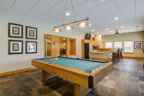 Clubhouse - Pool Table